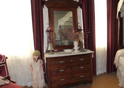 LINCOLN BEDROOM FIRST FLOOR 3